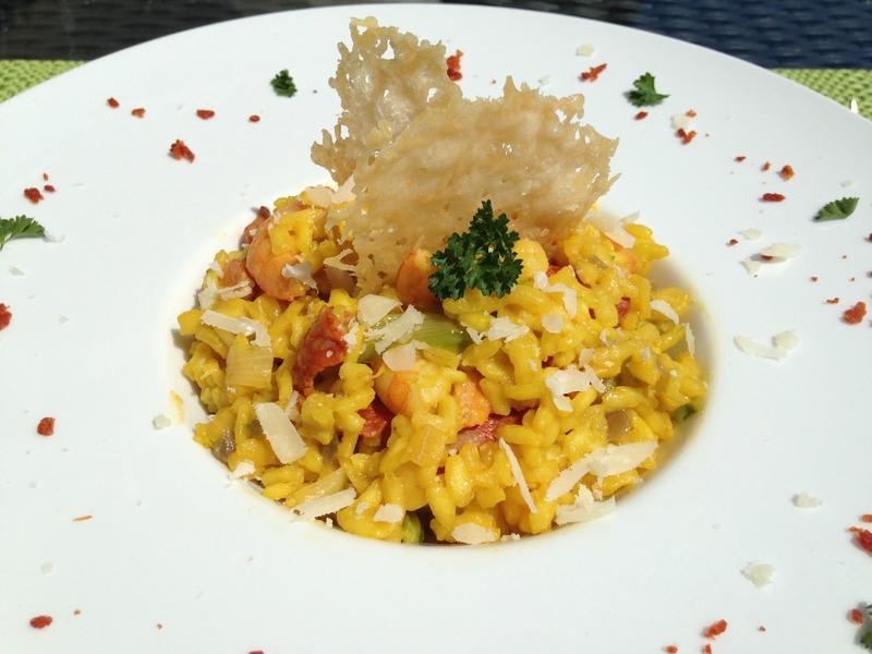 Risotto safrané aux crevettes, chorizo et asperges