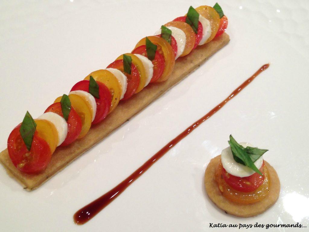 Tomates mozzarella sur sablé au thym