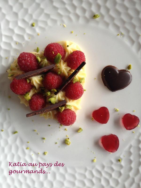 Framboises et cremeux au chocolat blanc sur sablé
