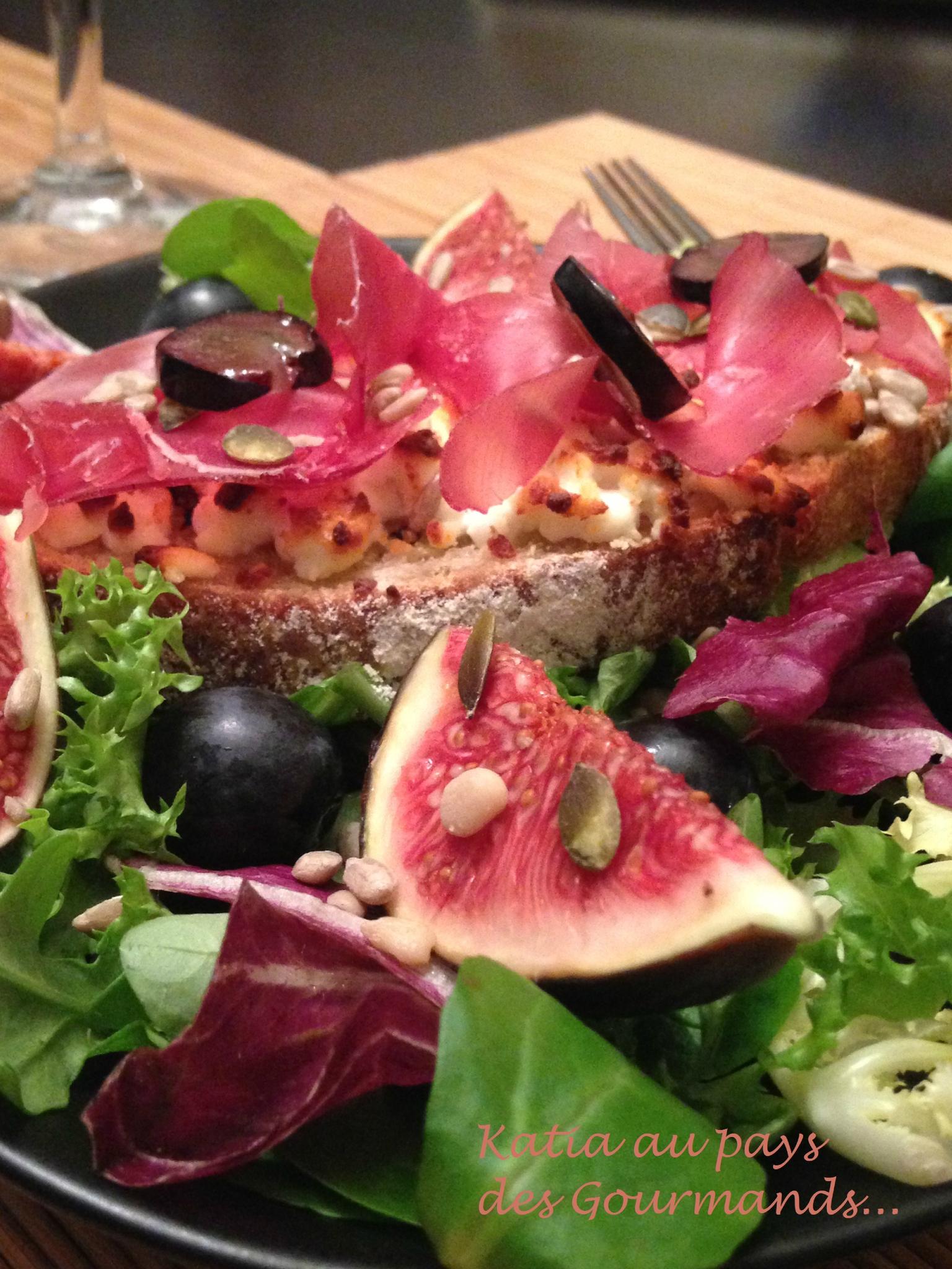 Salade et tartines gourmandes