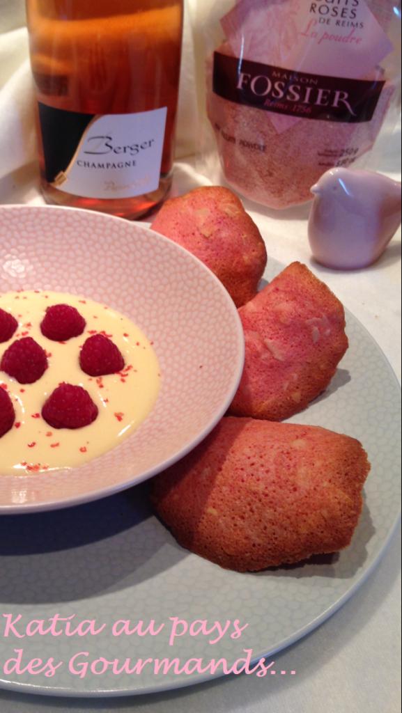 Sabayon au champagne rosé et framboises, baies roses et tuiles aux biscuits roses de Reims
