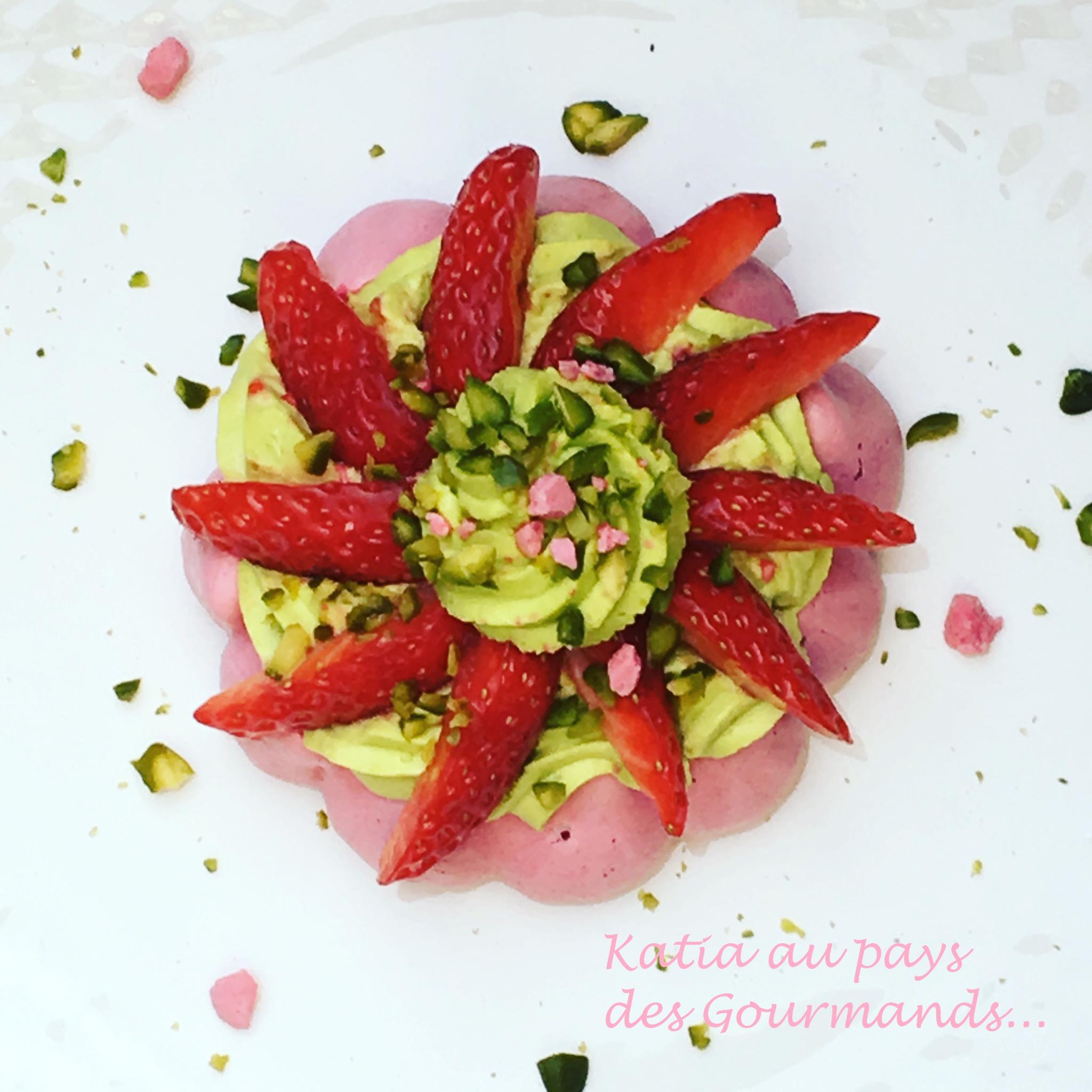 Pavlova fraises / pistache
