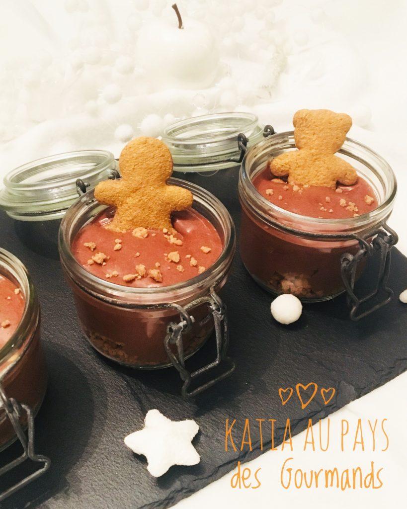 Dessert en bocaux : mousse chocolat sur shortbread et poires pochées à la cannelle