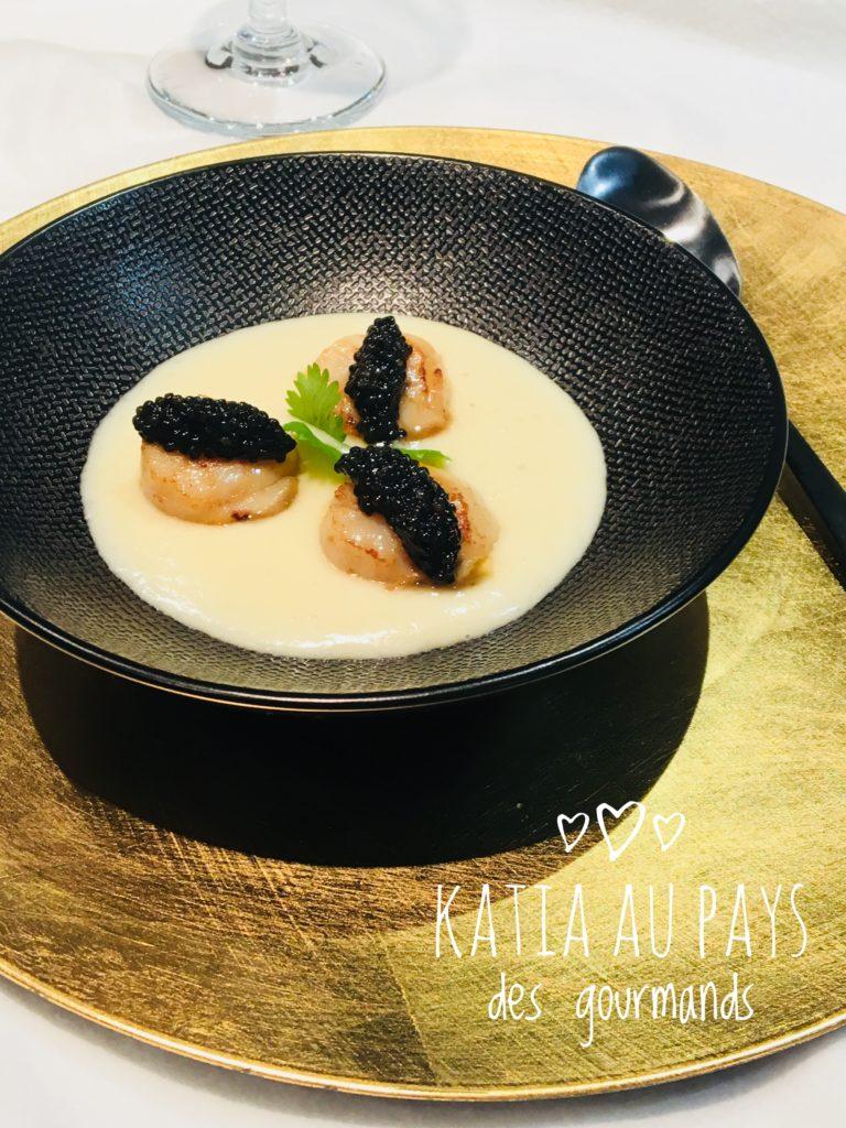 St Jacques poêlées et quenelles de caviar sur mousseline de topinambours