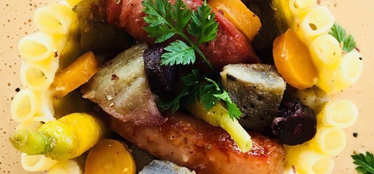 Timbale  de macaronis :  magret de canard, artichauts, mini carottes et sauce foie gras